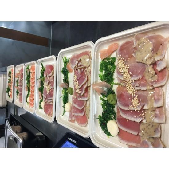 Schaal met sahimi zalm en tonijn